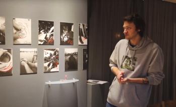 «Кантианские традиции»: кураторская экскурсия Сергея Строителева по выставке «Человек. Близко» (видео)